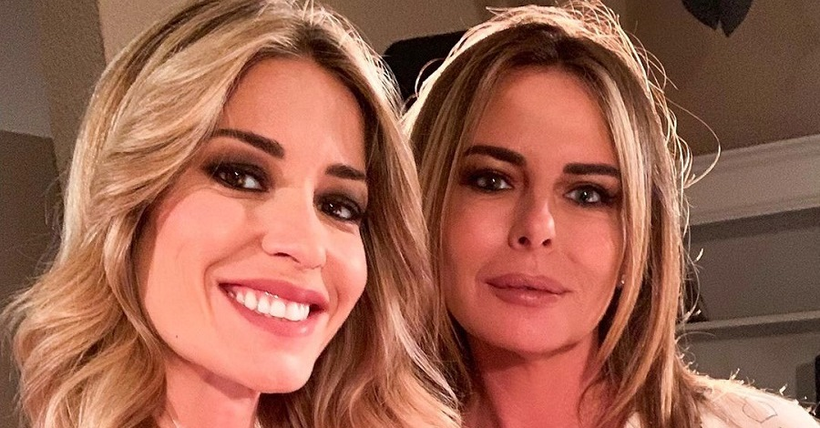 Un selfie di Elena Santarelli e Paola Perego