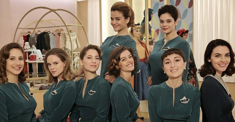 Una foto del cast femminile de Il Paradiso delle Signore 4