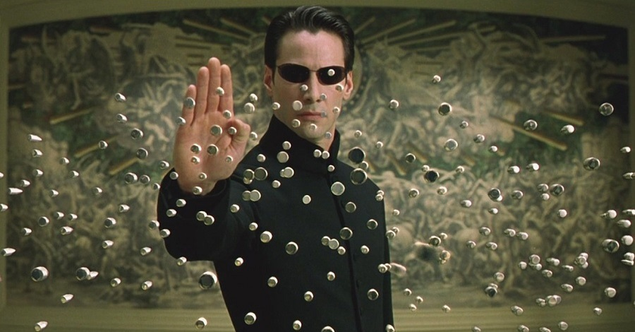 Un primo piano di Keanu Reeves in Matrix