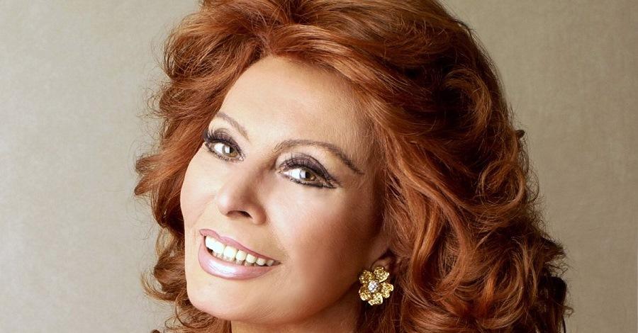 Un primo piano di Sophia Loren