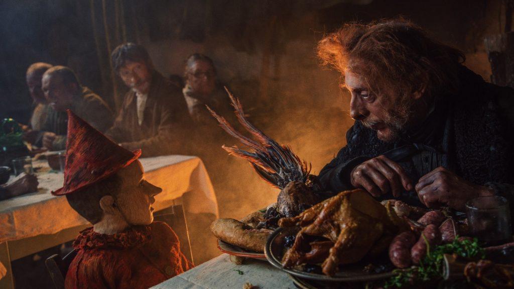 Federico Ielapi e Massimo Ceccherini in una scena del film Pinocchio