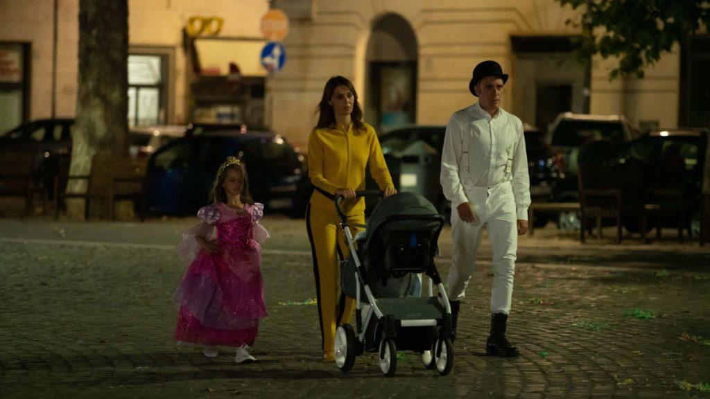 Paola Cortellesi e Valerio Mastandrea in una scena del film Figli