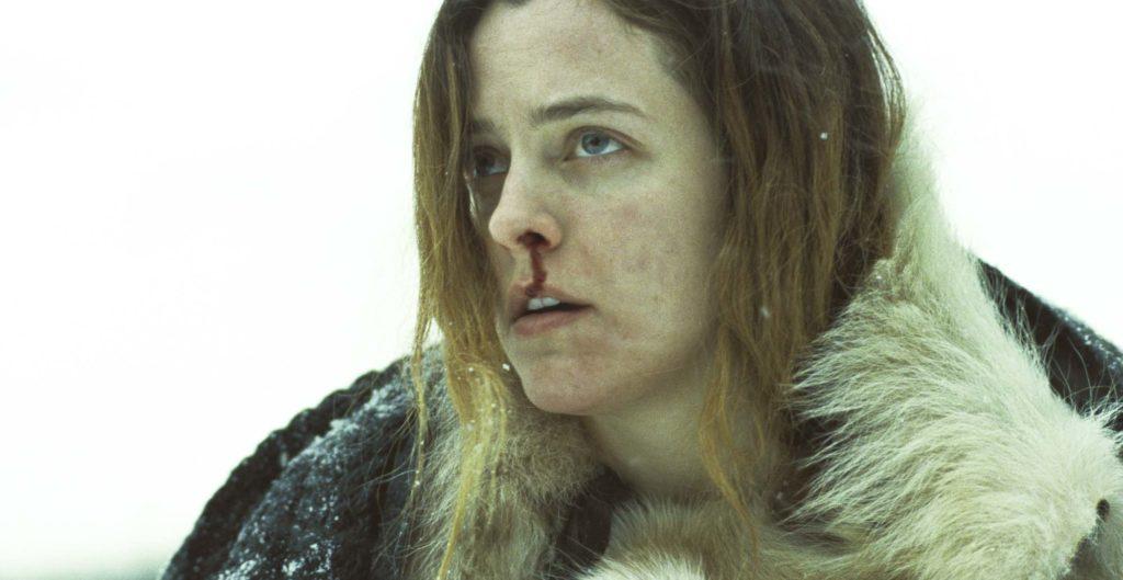 Riley Keough in una scena del film The Lodge