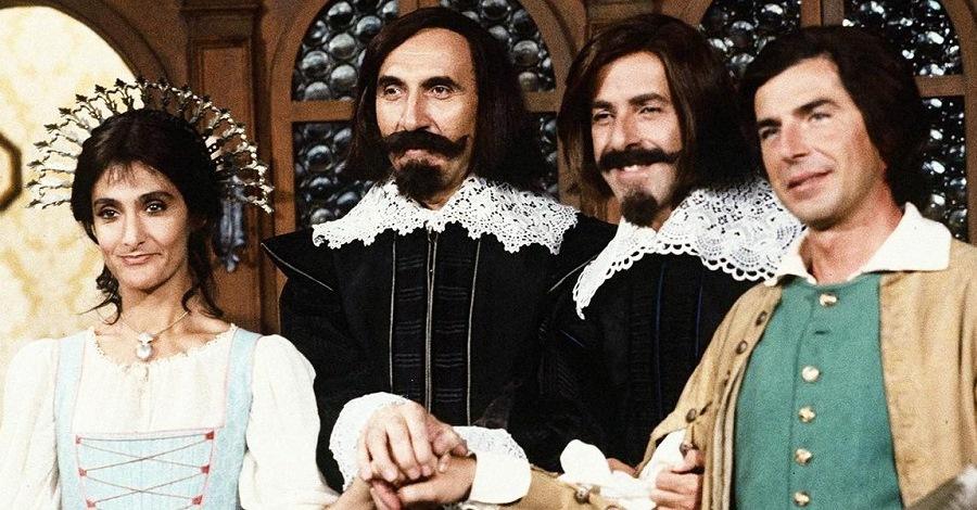 Anna Marchesini, Pippo Baudo, Massimo Lopez e Tullio Solenghi in una scena dei Promessi sposi