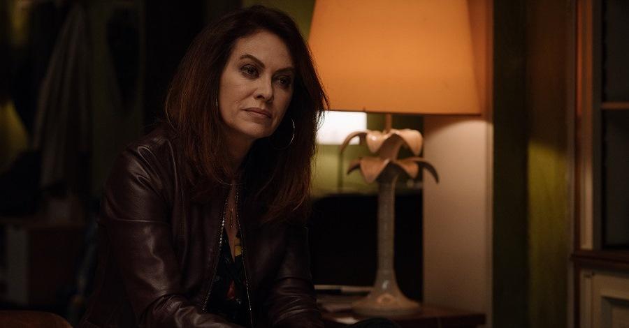 Elena Sofia Ricci in una scena della fiction Vivi e lascia vivere