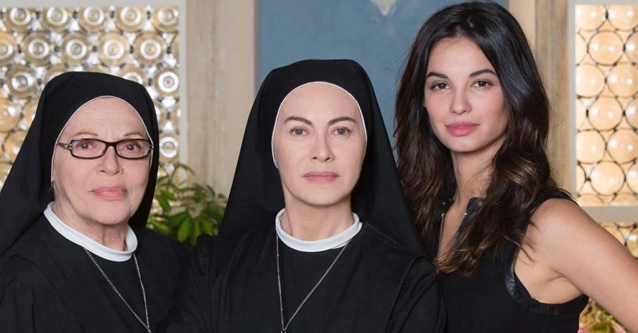 Valeria Fabrizi, Elena Sofia Ricci e Francesca Chillemi sul set di Che Dio ci aiuti