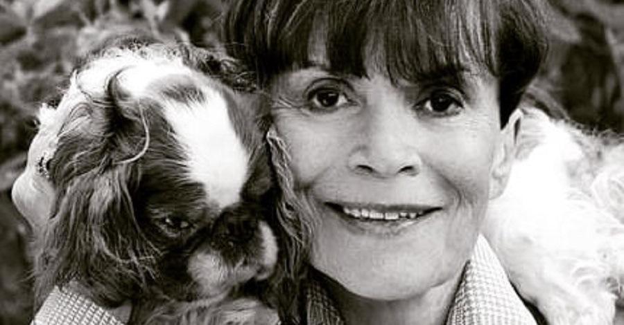 Franca Valeri con il suo cagnolino