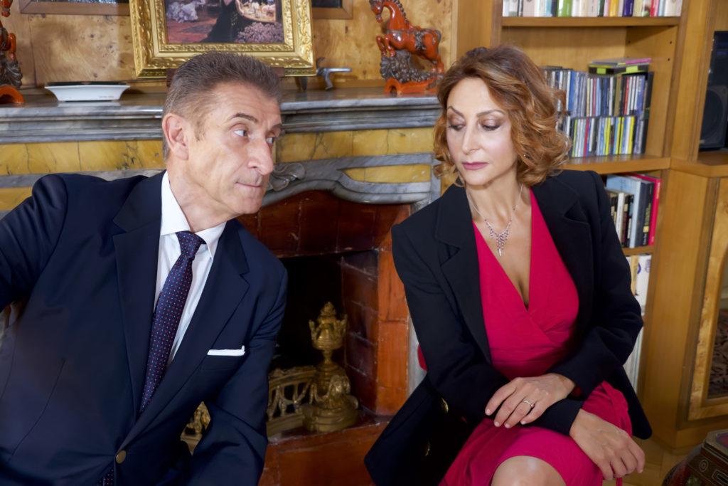 Ezio Greggio e Paola Minaccioni in una scena del film Lockdown all'italiana