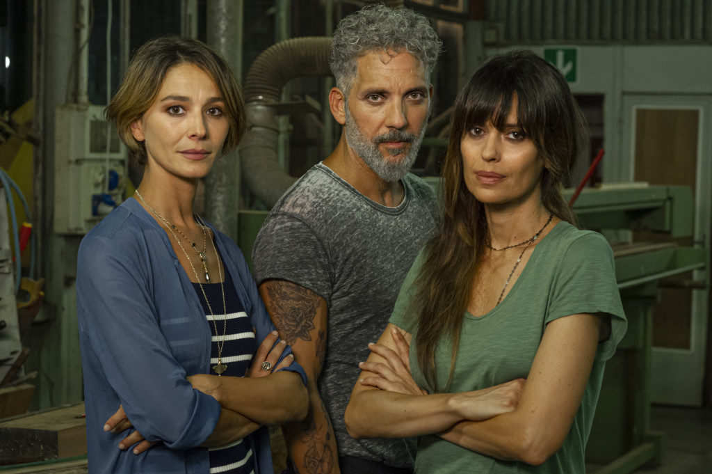 Nicole Grimaudo, Beppe Fiorello e Claudia Pandolfi nella serie tv Gli orologi del Diavolo