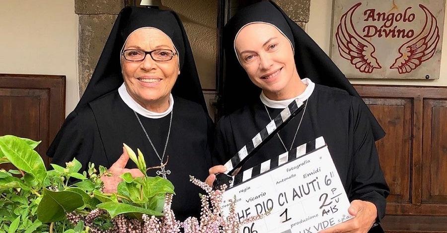 Valeria Fabrizi ed Elena Sofia Ricci sul set di Che Dio ci aiuti 6