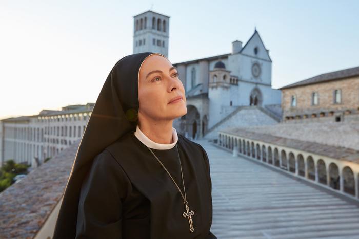 Elena Sofia Ricci in Che Dio ci aiuti 6