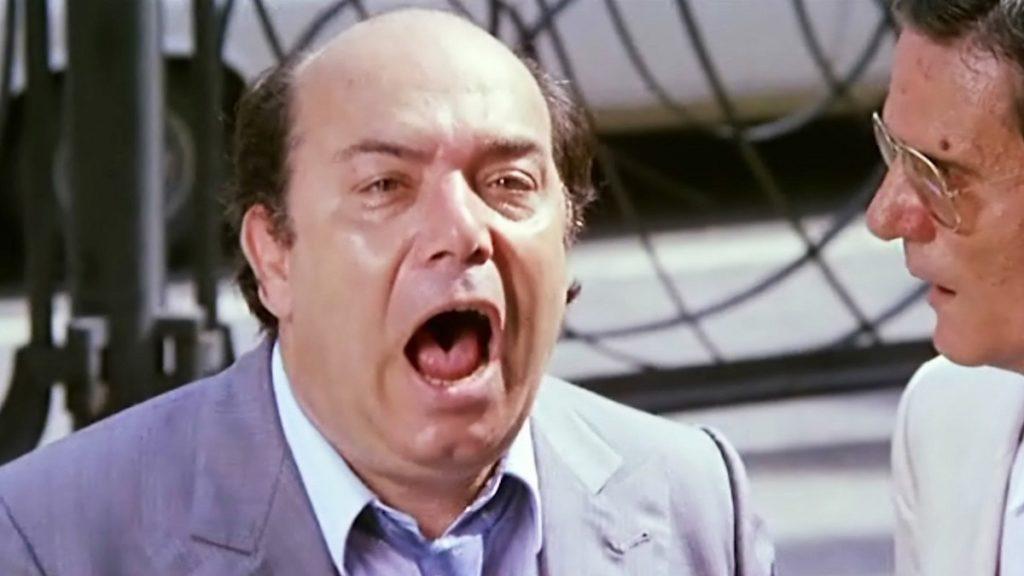 Lino Banfi in una scena del film Occhio, malocchio, prezzemolo e finocchio