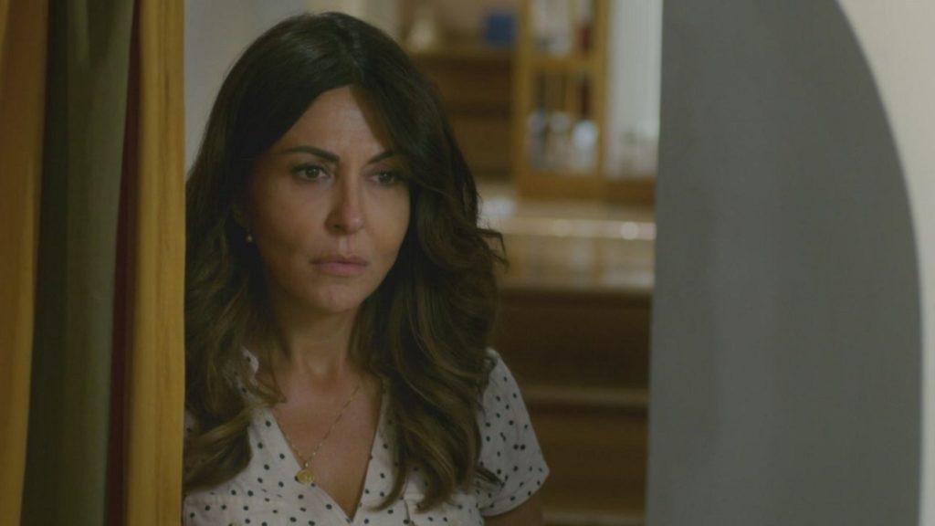 Sabrina Ferilli in una scena della fiction L'amore strappato