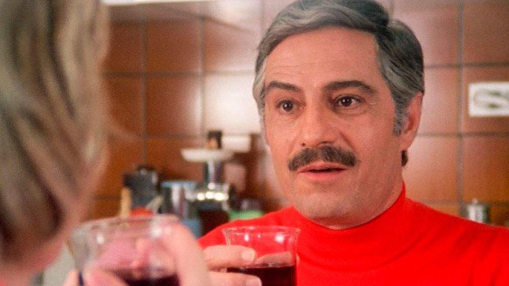 Nino Manfredi nel film Quelle strane occasioni
