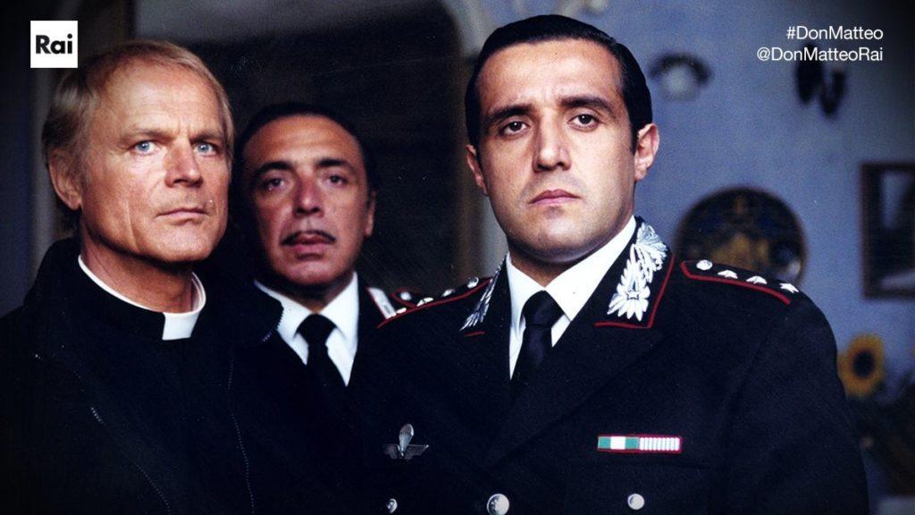 Terence Hill, Nino Frassica e Flavio Insinna in una scena di Don Matteo