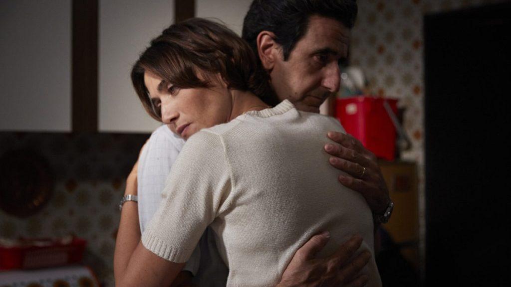 Anna Foglietta e Luca Angeletti in una scena della serie Alfredino - Una storia italiana