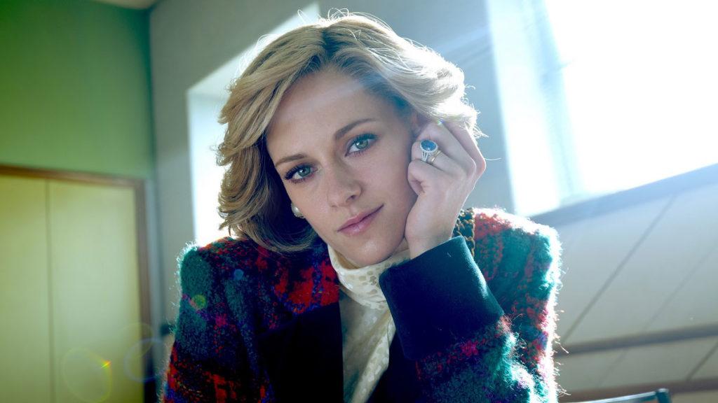 Un primo piano di Kristen Stewart nel film Spencer