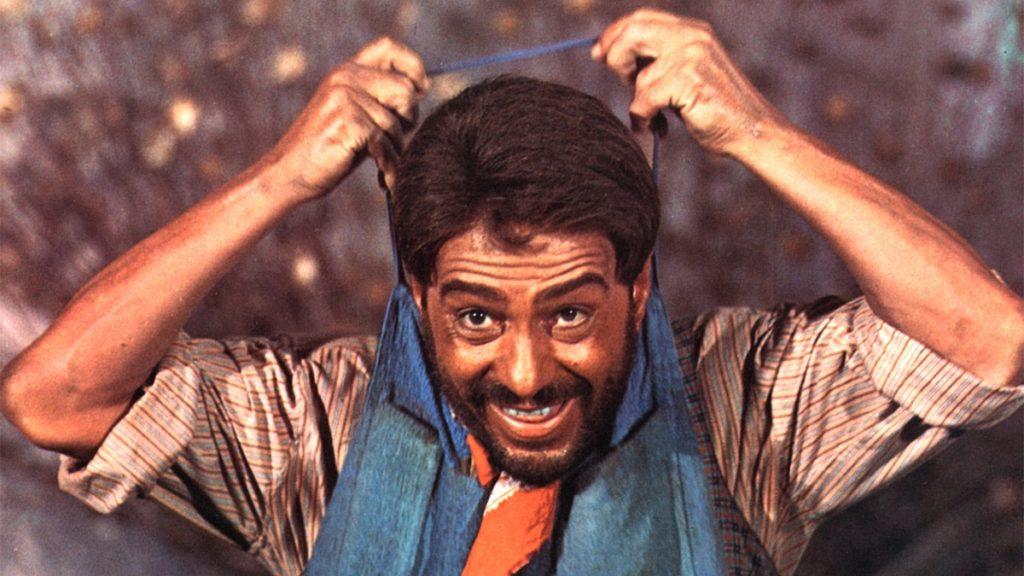Nino Manfredi in una scena del film Per grazia ricevuta