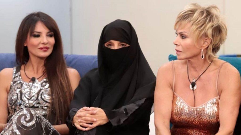 Jo Squillo in niqab al Gf Vip 2021
